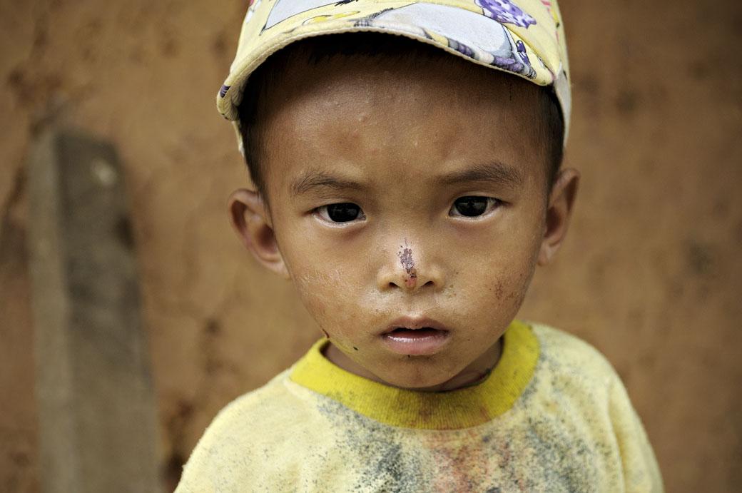 Petit garçon avec une casquette au nord du Vietnam