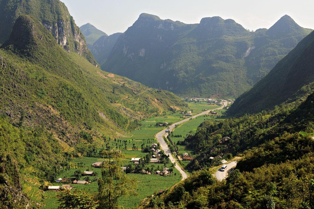 Vallée dans la province de Hà Giang, Vietnam