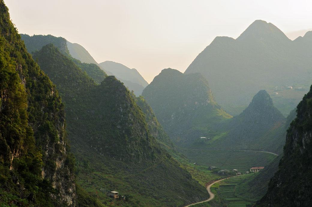 Région montagneuse près de Dong Van, Vietnam