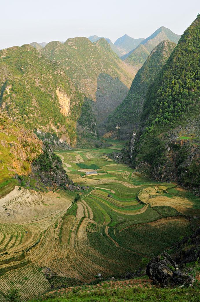 Montagnes et culture près de Dong Van, Vietnam