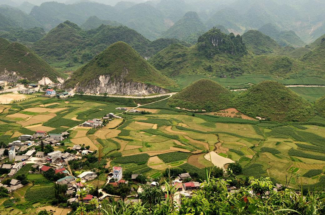 Les montagnes jumelles de Quản Bạ dans la bourgade de Tam Sơn