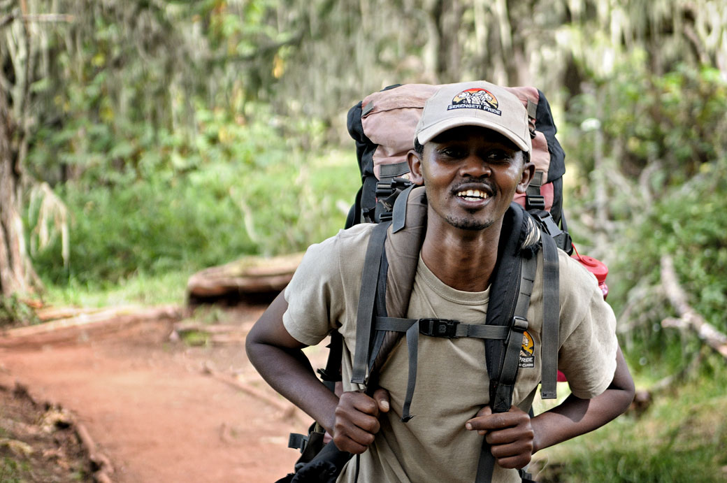 John, chef de cuisine sur le Kilimandjaro, Tanzanie