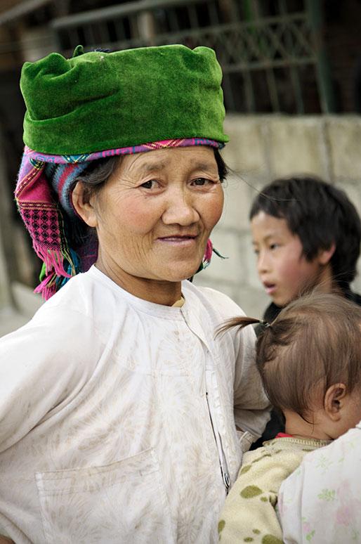 Femme Hmong dans un village près de Dong Van, Vietnam