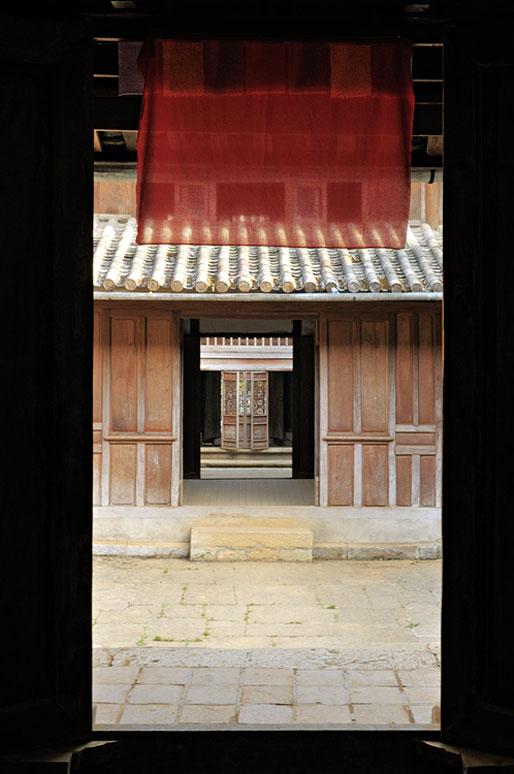 Porte dans le Palais de l'ancien roi des Hmongs, Vietnam