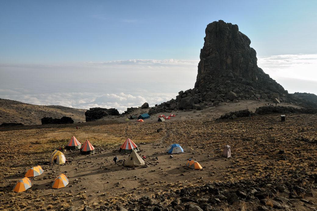 Lava Tower Camp en fin d'après-midi sur le Kilimandjaro, Tanzanie