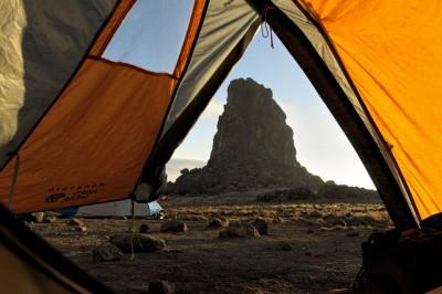 Tente avec vue sur Lava Tower en fin d'après-midi, Tanzanie