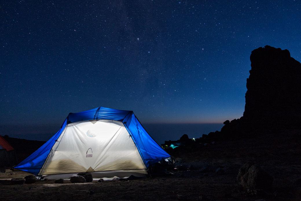 Nuit étoilée au campement de Lava Tower, Tanzanie
