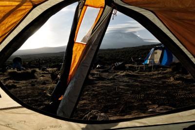 Réveil dans ma tente au camp Shira 1 sur le Kilimandjaro, Tanzanie