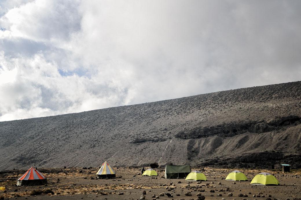 Tentes à Moir Hut camp sur le Kilimandjaro, Tanzanie