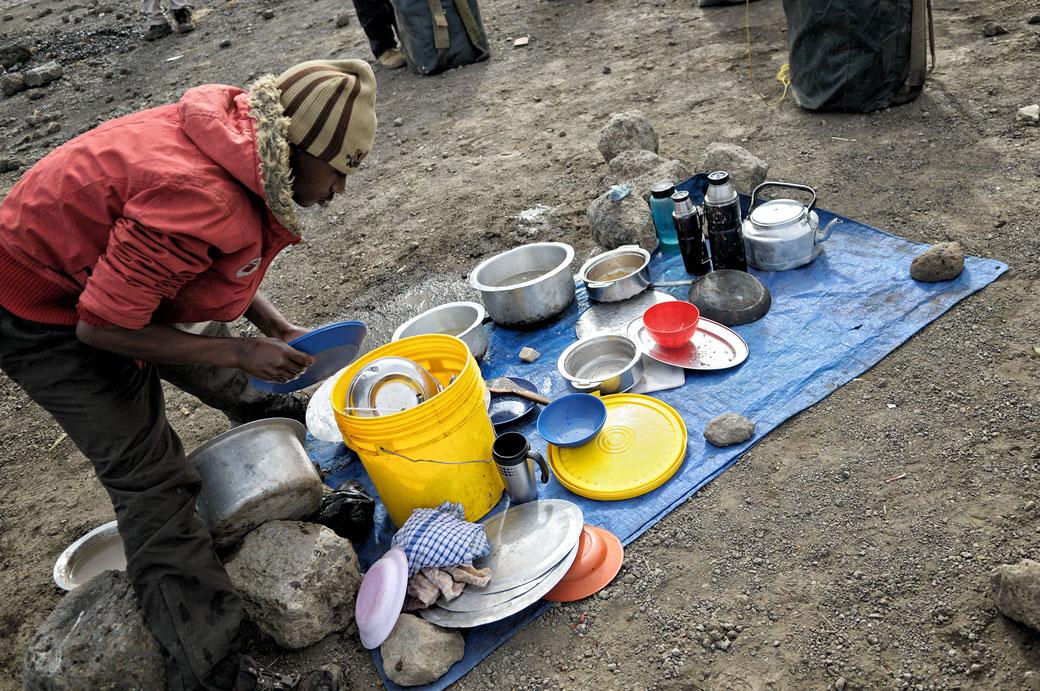 L'heure de la vaisselle à Moir Hut Camp, Tanzanie