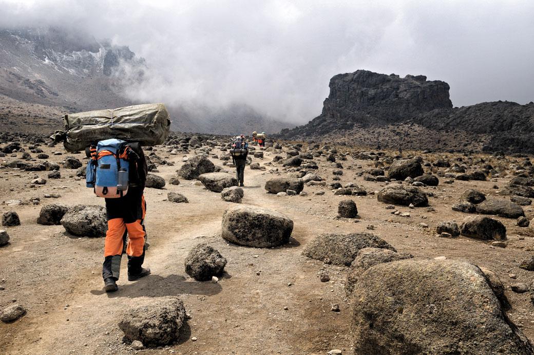 Porteurs du Kilimandjaro près de Lava Tower, Tanzanie