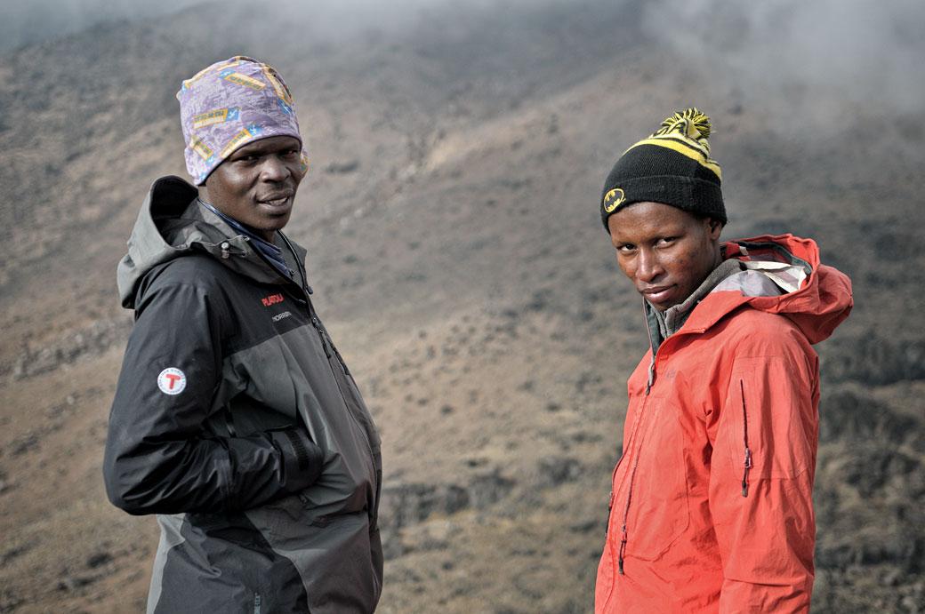 Dismas Agger et Godfrey à Lava Tower, Tanzanie