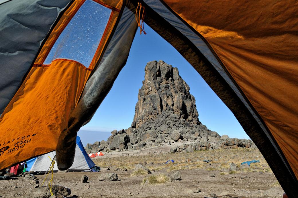 Campement de Lava Tower au petit matin sur le Kilimandjaro, Tanzanie