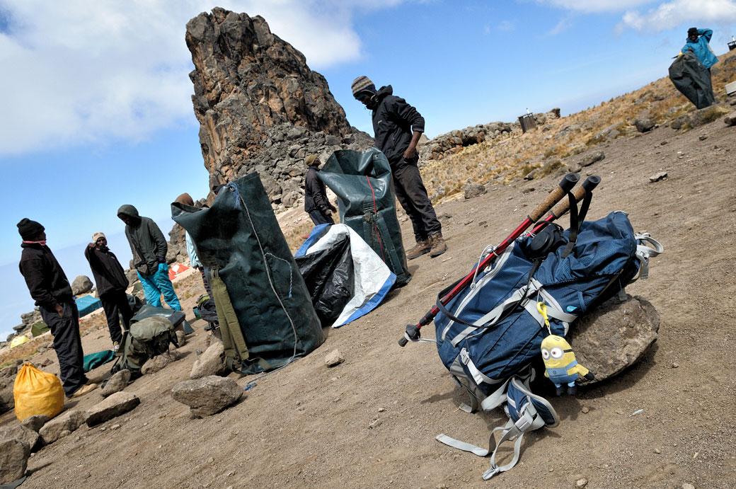 Rangement du camp Lava Tower sur le Kilimandjaro, Tanzanie