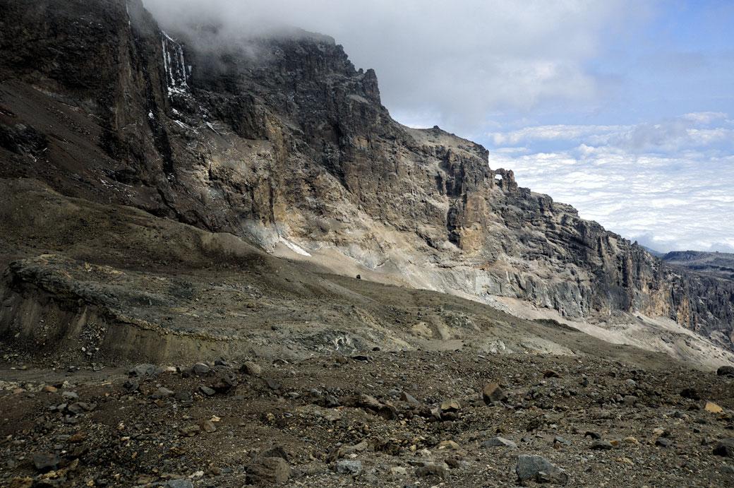 Falaises près de Arrow Glacier Camp sur le Kilimandjaro, Tanzanie