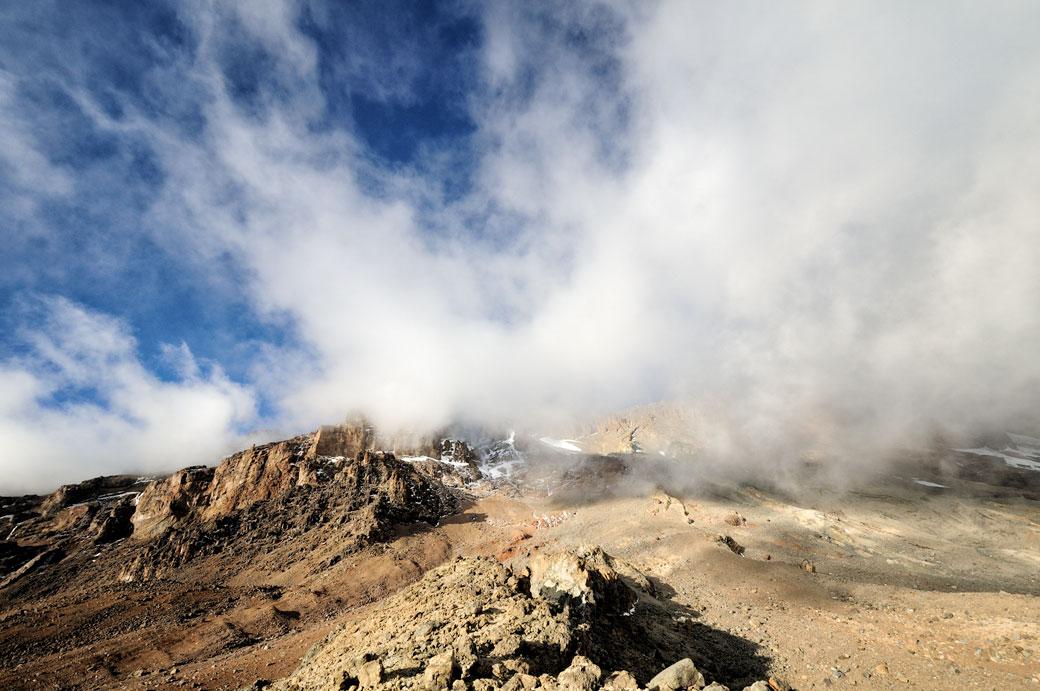 Nuages sur la Western Breach au Kilimandjaro, Tanzanie