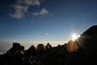 Coucher de soleil à Arrow Glacier Camp sur le Kilimandjaro, Tanzanie