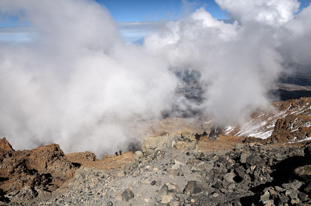Deux porteurs grimpent la Western Breach sur le Kilimandjaro, Tanzanie