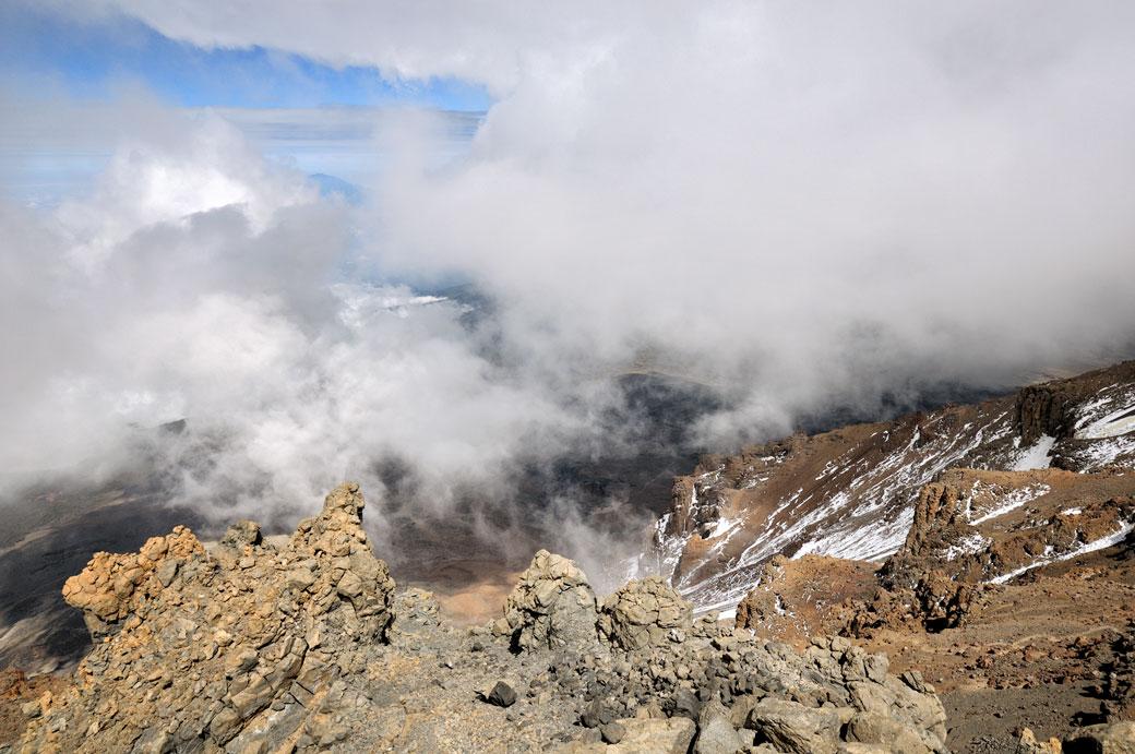 Les nuages envahissent la Western Breach sur le Kilimandjaro, Tanzanie