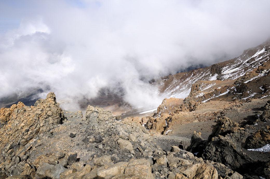 Nuages en haut de la Western Breach sur le Kilimandjaro, Tanzanie
