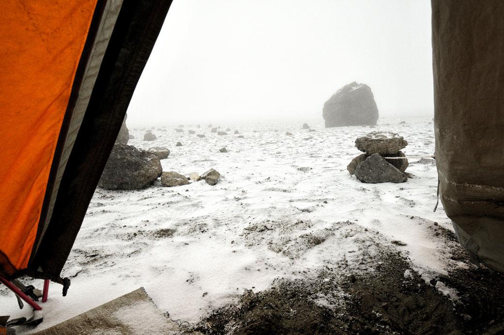 Tempête de neige à Crater Camp sur le Kilimandjaro, Tanzanie