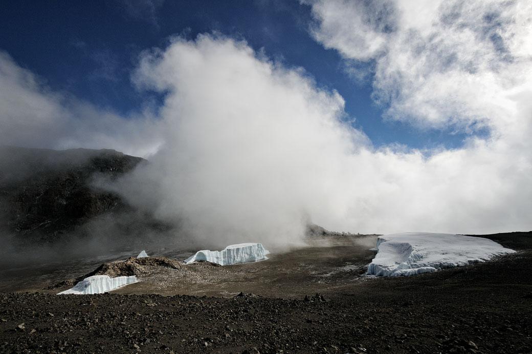 Nuages sur le glacier Furtwängler du Kilimandjaro, Tanzanie