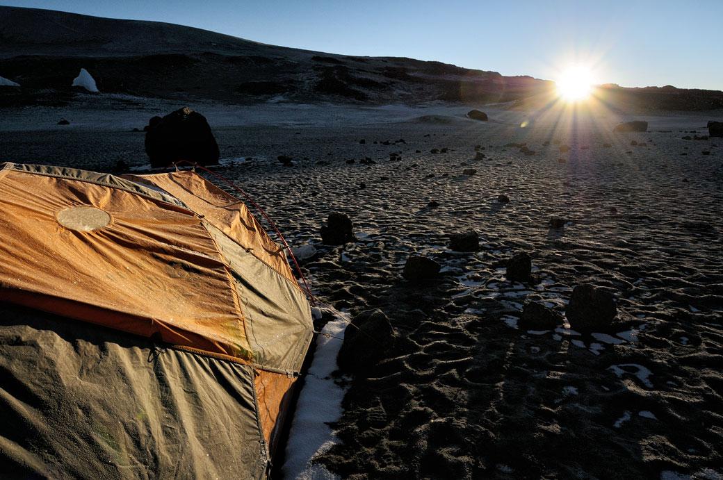 Lever de soleil à Crater Camp sur le Kilimandjaro, Tanzanie