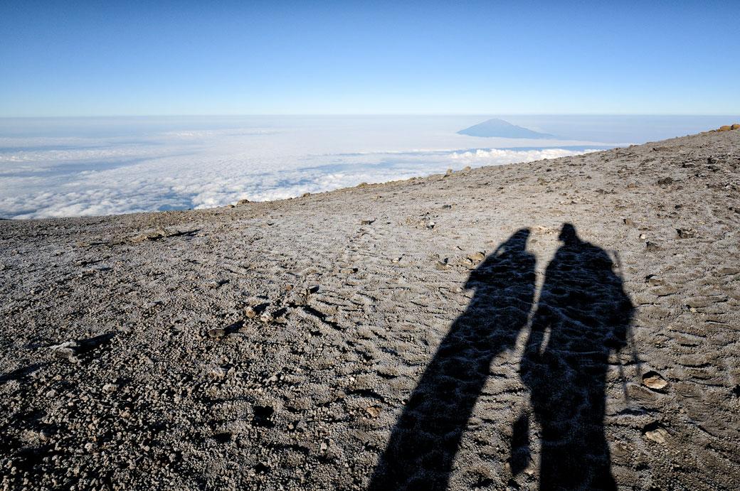 Ombres et Mont Méru près du sommet du Kilimandjaro, Tanzanie