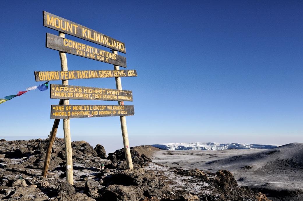 Panneau de Uhuru Peak sommet du Kilimandjaro, Tanzanie