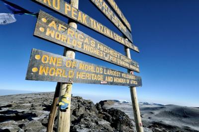 Petit minion à Uhuru Peak, sommet du Kilimandjaro, Tanzanie