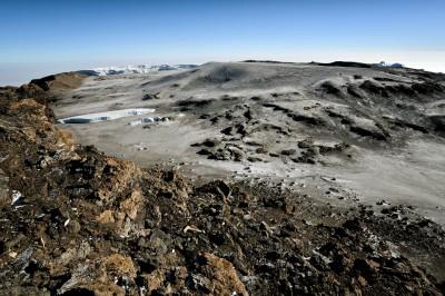 Glaciers et cratère Reusch depuis Uhuru Peak le sommet du Kilimandjaro