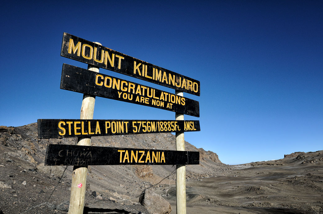 Panneau de Stella Point sur le Kilimandjaro, Tanzanie