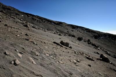 Groupe au loin qui redescend du Kilimandjaro, Tanzanie