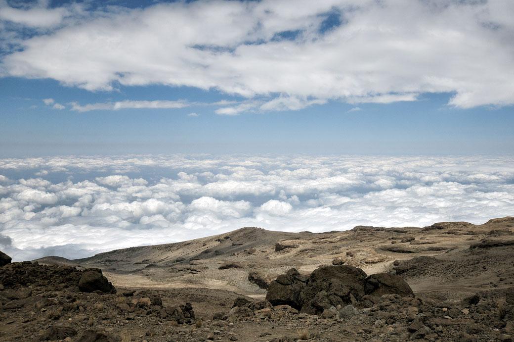 Descente vers les nuages au Kilimandjaro, Tanzanie