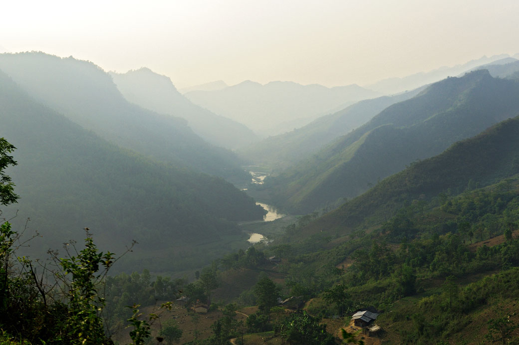 Vallée et montagnes au nord du pays, Vietnam