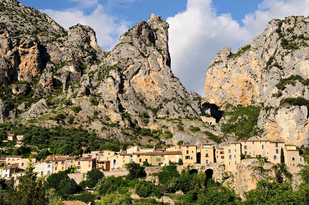 Le village de Moustiers-Sainte-Marie, France