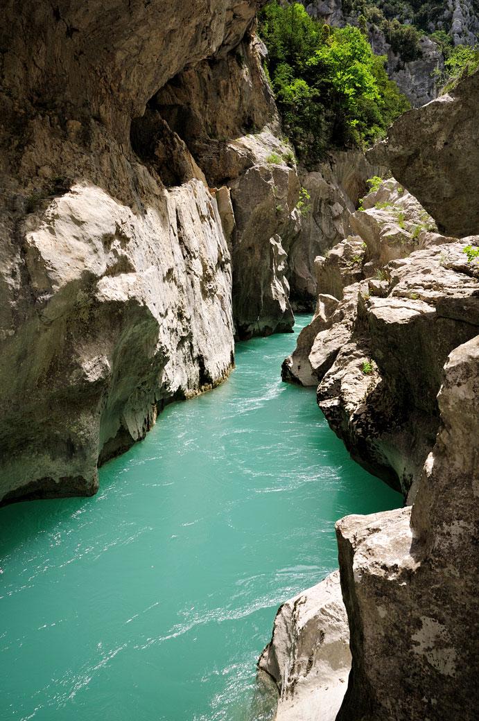 La rivière Verdon dans le Styx au fond des gorges, France
