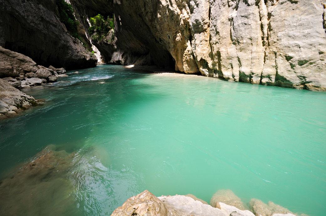 Au bord de la rivière Verdon au Baou Béni, France