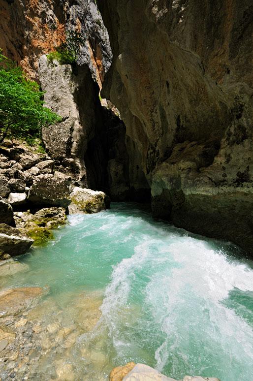 L'Imbut de la rivière Verdon au fond des gorges, France
