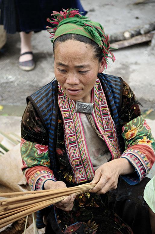 Femme d'une tribu de montagne au marché de Meo Vac, Vietnam