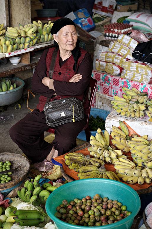 Vendeuse de fruits au marché de Meo Vac, Vietnam