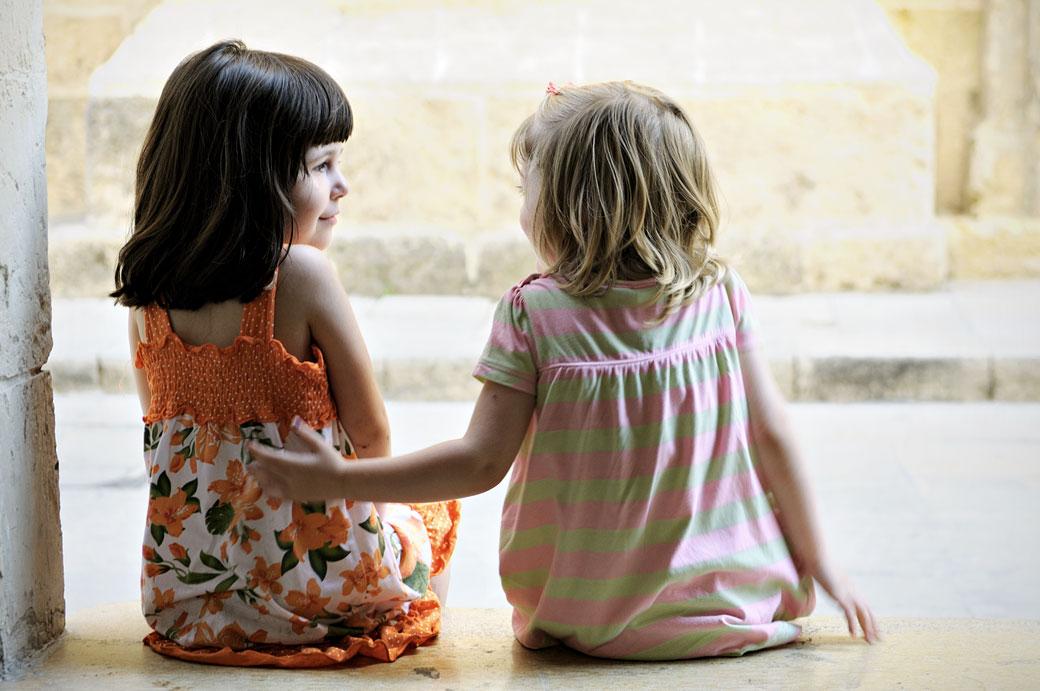 Deux petites filles dans la vieille ville de Mdina, Malte