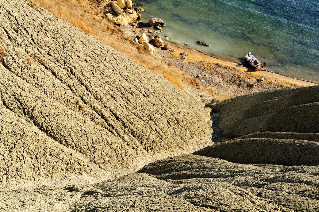 Bateau et falaise d'argile à Gnejna Bay, Malte
