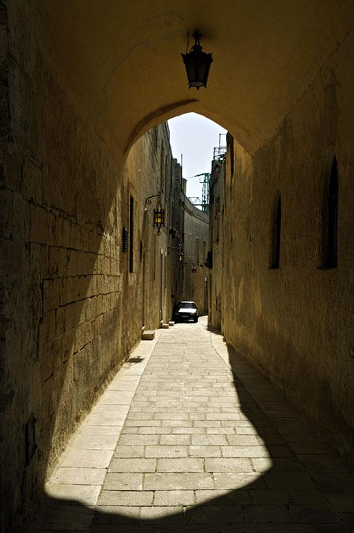Passage voûté dans la vieille ville de Mdina, Malte