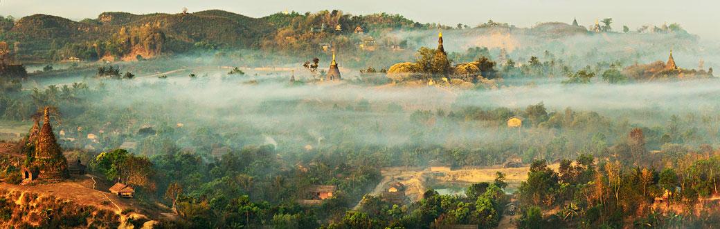 Brume sur la cité perdue de Mrauk U au petit matin, Birmanie