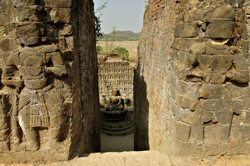 Sculptures du temple de Kothaung à Mrauk U, Birmanie