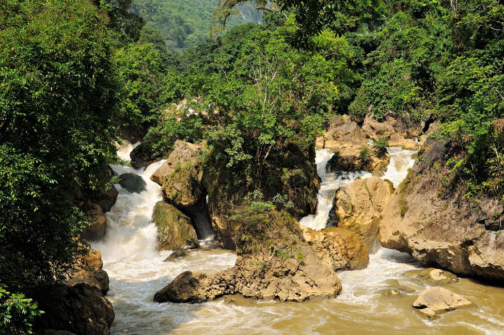 Chute de Dau Dang dans le parc national de Ba Be, Vietnam