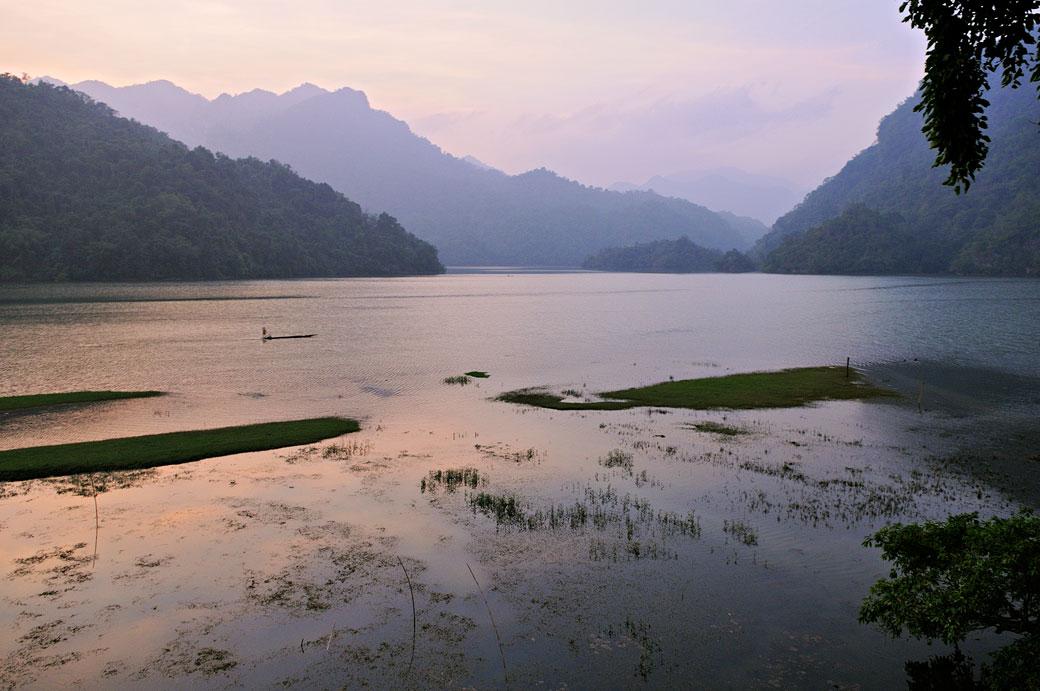 Le lac de Ba Be en fin de journée, Vietnam