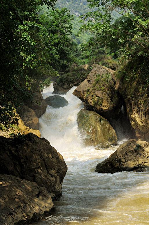 Chute de Dau Dang au parc national de Ba Be, Vietnam