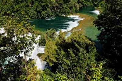 Rivière et cascades dans le parc national de Krka, Croatie